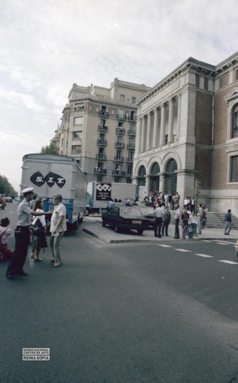 Guernica arrives in Madrid