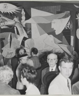Visitors to the exhibition Picasso at the Musée des Arts Décoratifs