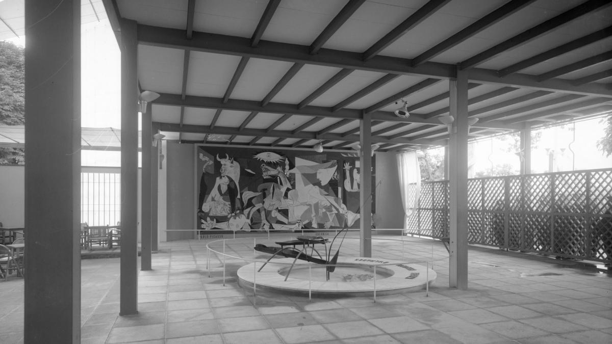 Pabellón de España de la Exposición Internacional de las Artes y las Técnicas para la Vida Moderna (Fotografías de Baranger)