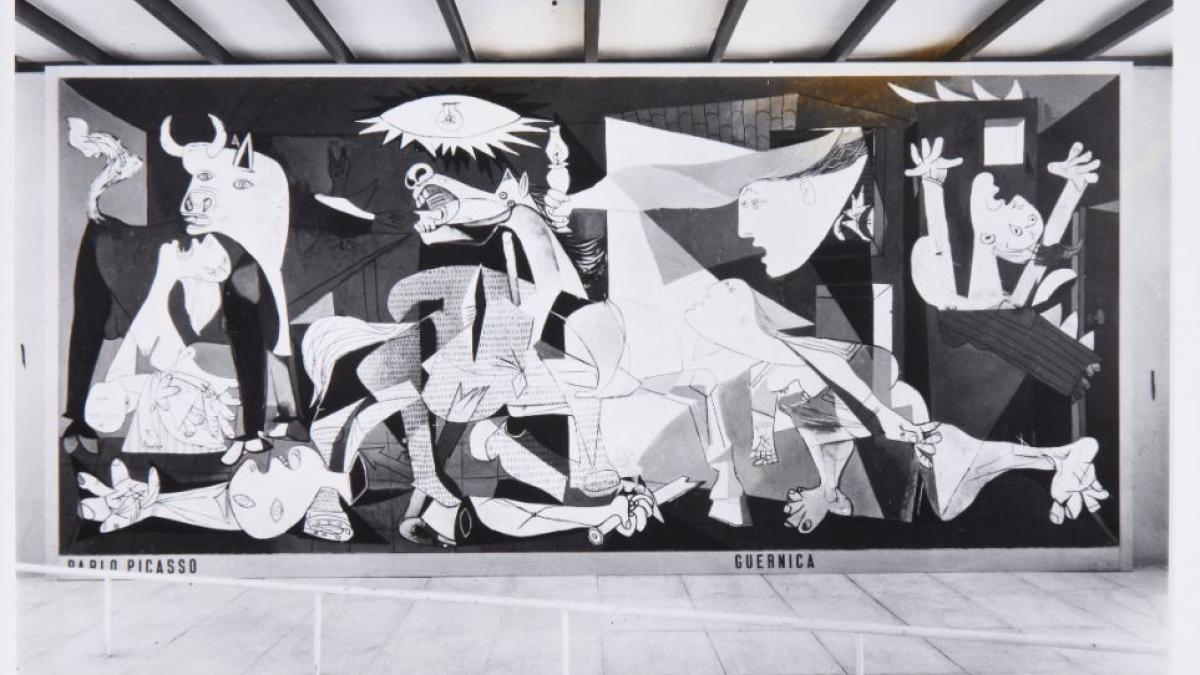 Pabellón español de la Exposición Internacional de las Artes y las Técnicas para la Vida Moderna (Fotografías de Françoise Kollar)