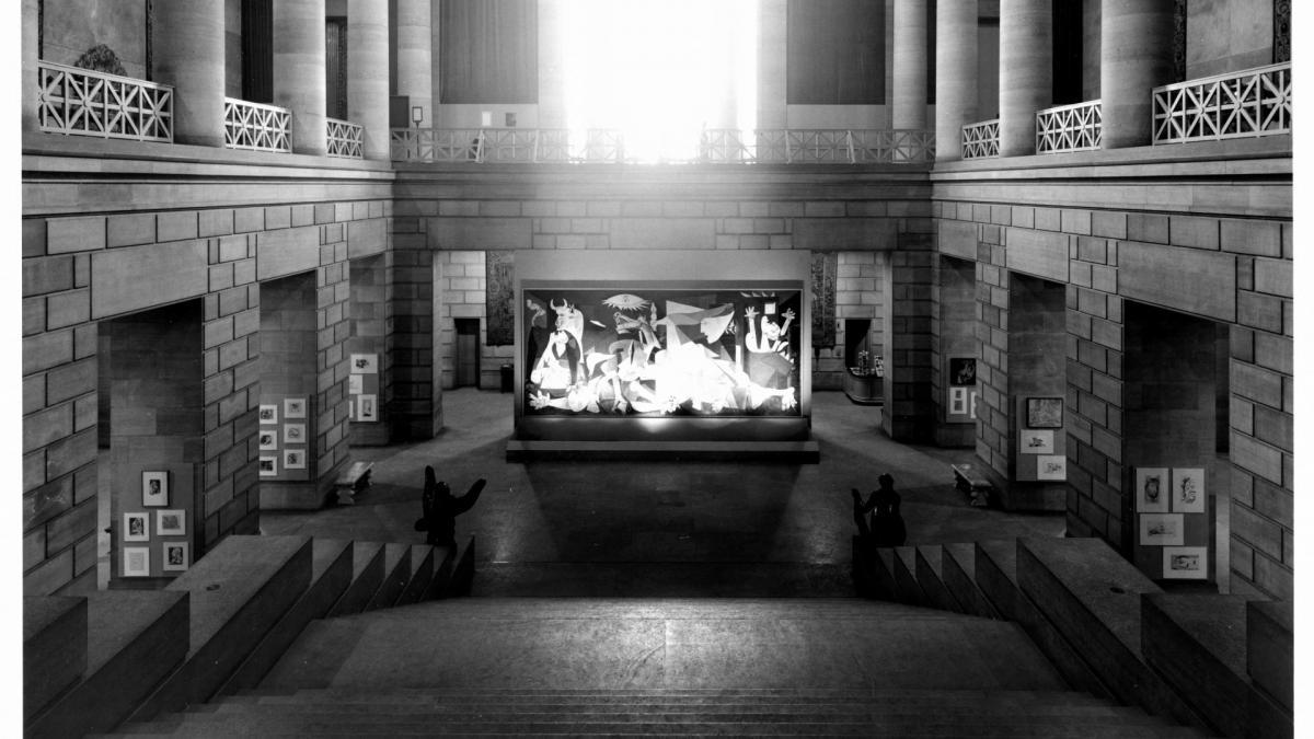 Instalación de Guernica en el Philadelphia Museum of Art