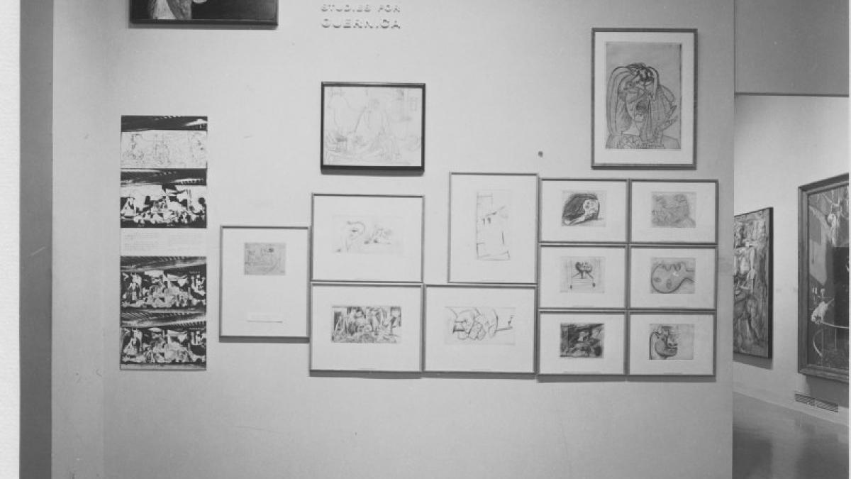 Vista de la instalación de la exposición «Painting and Sculpture from the Museum Collection» de la serie «Art in a Changing World: 1884-1964»
