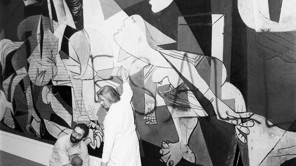 The cleaning of Guernica by two restorers after Tony Shafrazi's graffiti