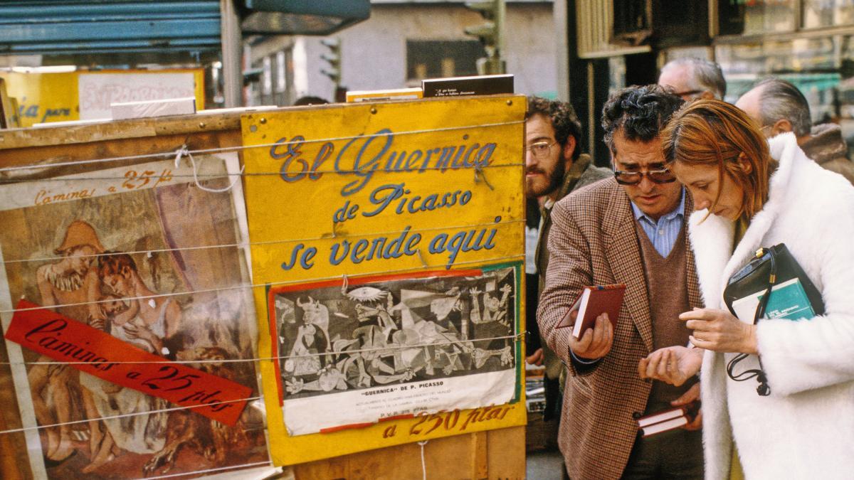 Venta de Guernica en el Rastro de Madrid