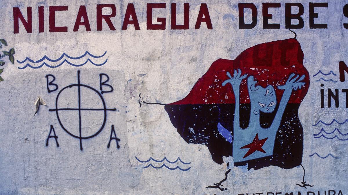 Colectivo anti-OTAN en el Paseo de Extremadura