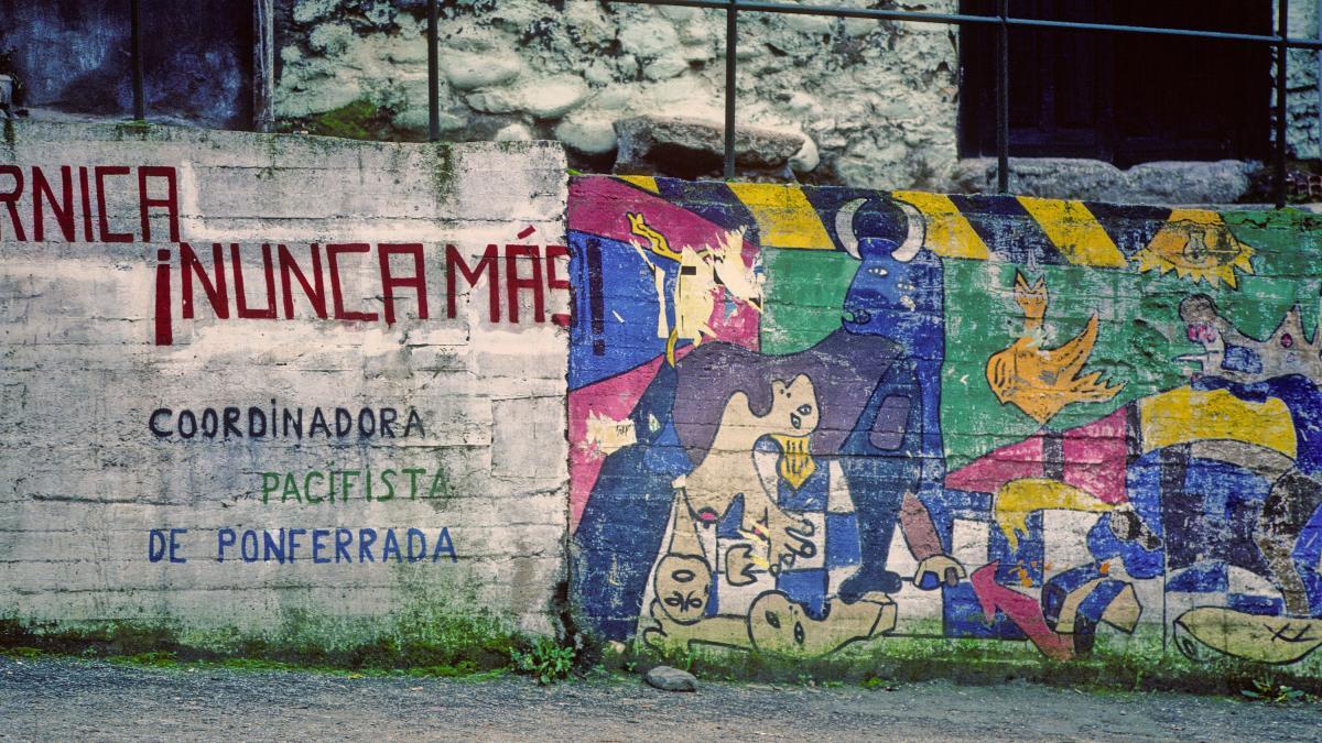 Mural de la coordinadora pacifista de Ponferrada