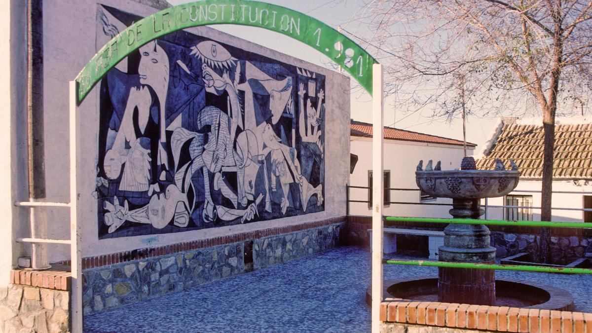 Mural en la Plaza de la Constitución de Fuentecarreteros