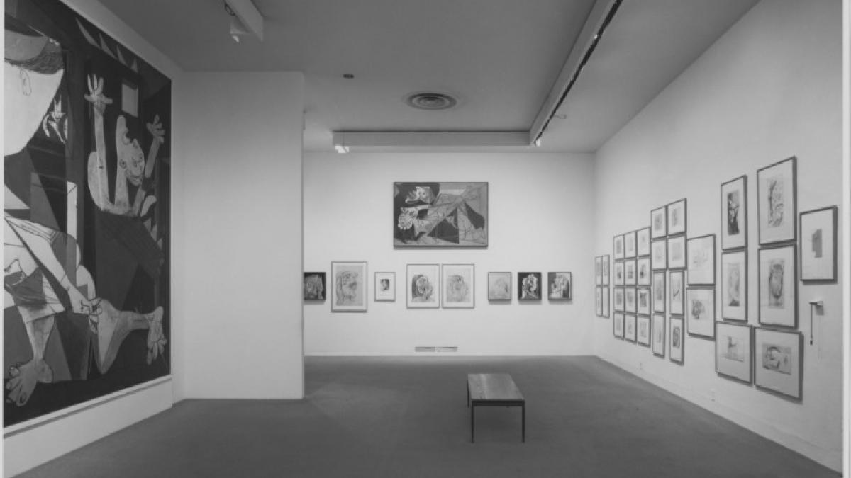 Vista de la exposición «Pablo Picasso: A Retrospective» en el MoMA