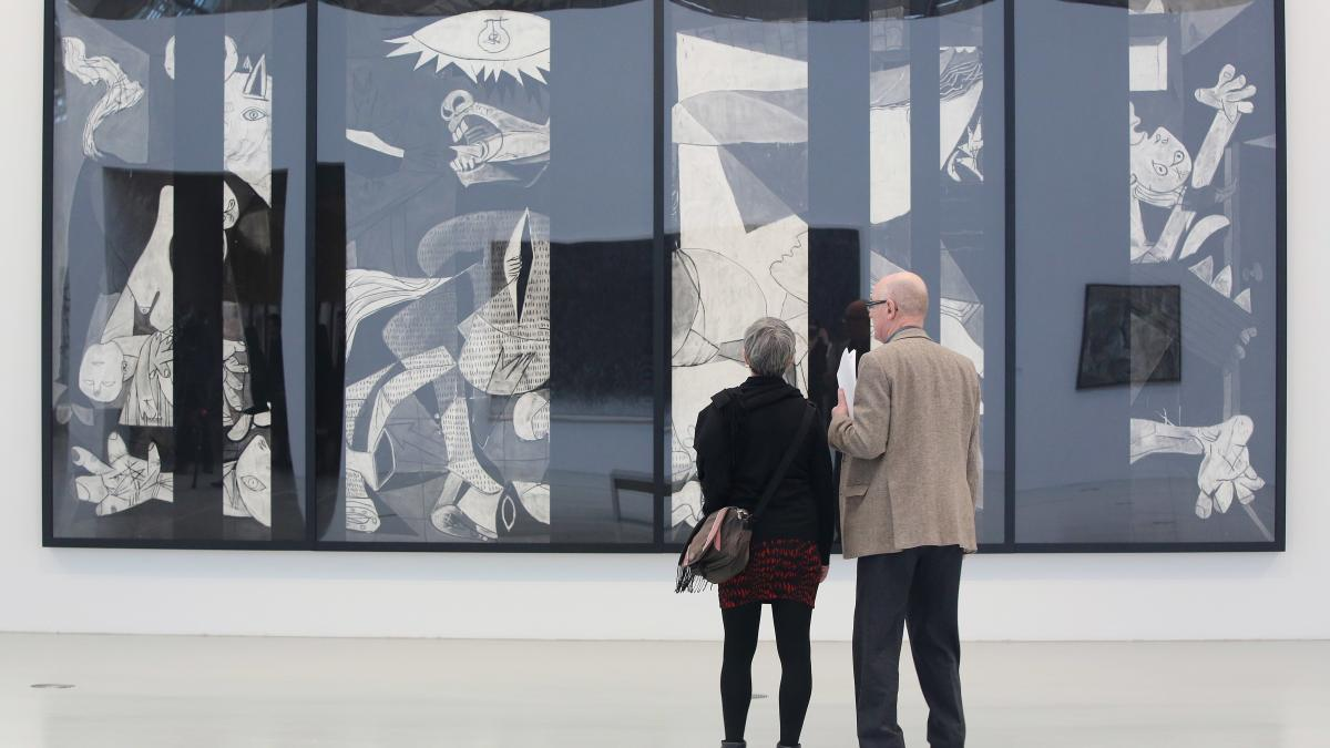 Visitors in front of Guernica Redacted (After Picasso's Guernica, 1937) , by Robert Longo