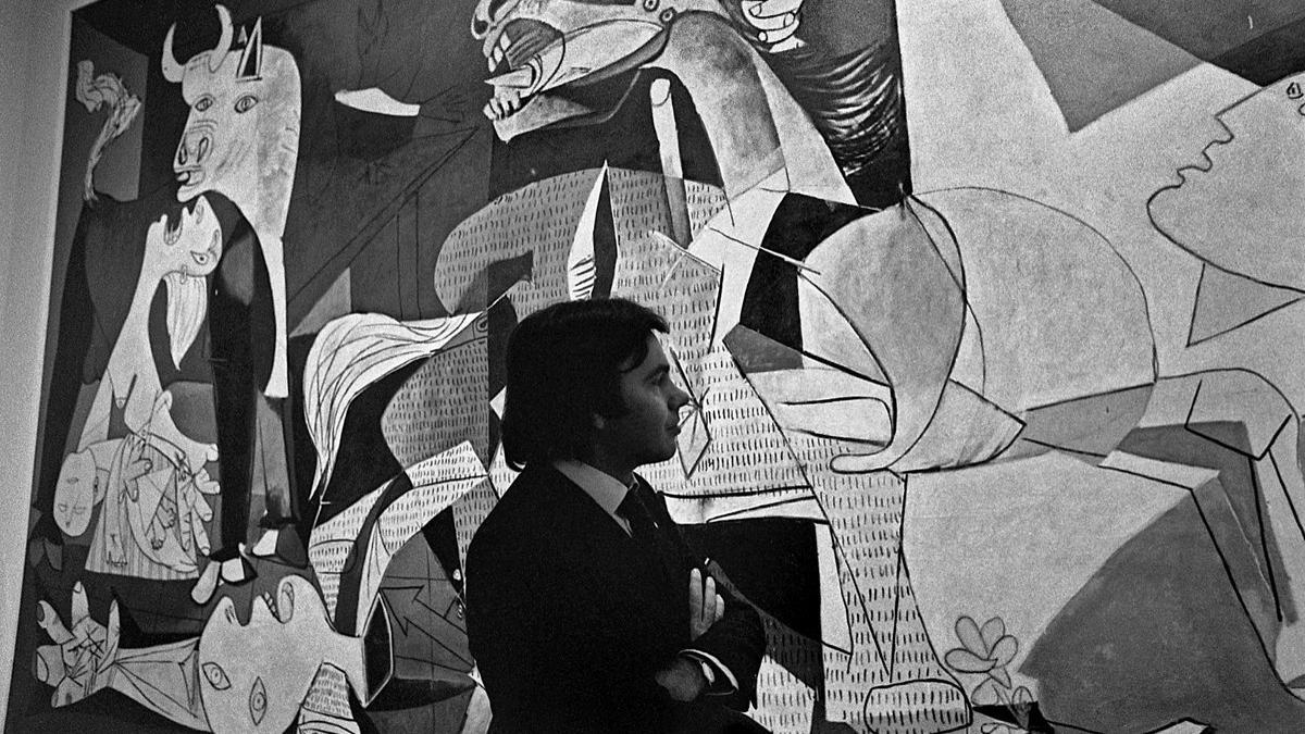 Felipe González in front of Guernica