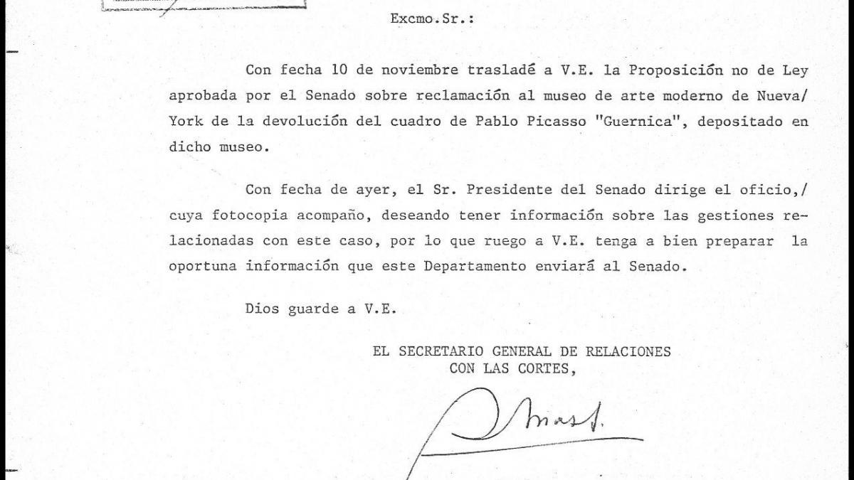 Cartas del secretario general de Relaciones con las Cortes a Pío Cabanillas