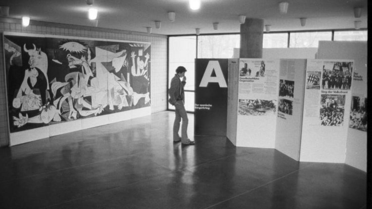 Vista de la exposición Kunst und Politik am Beispiel Guernica Picasso und der Spanische Bürgerkrieg