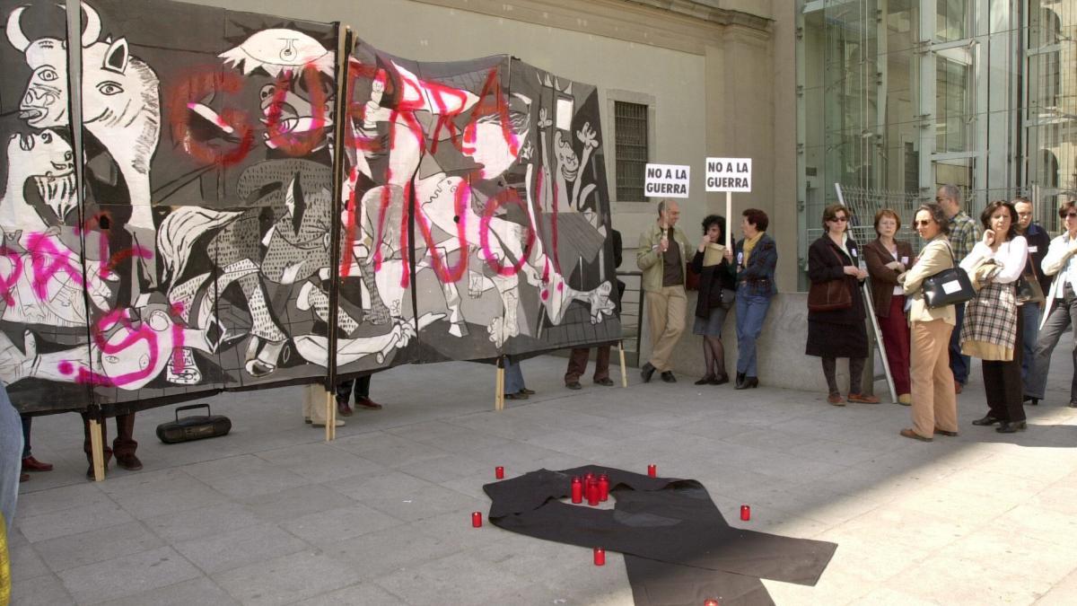 Guernica ante el Museo Reina Sofía