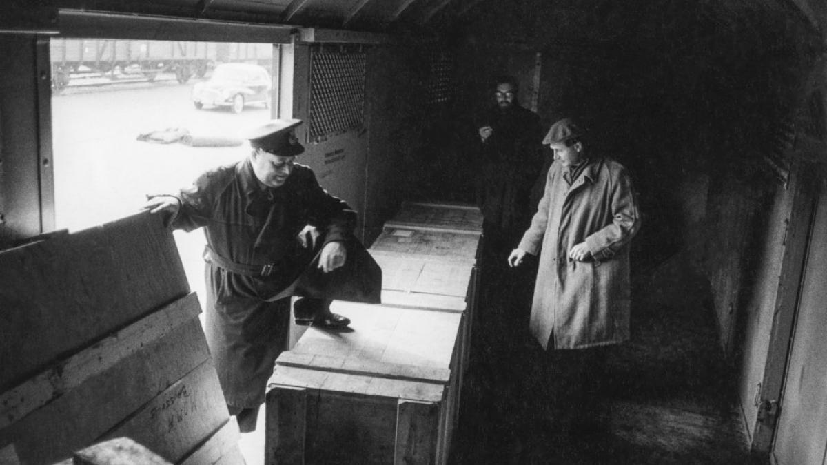 Fotografías del montaje y la exposición Guernica, avec 60 études en el Nationalmuseum de Estocolmo