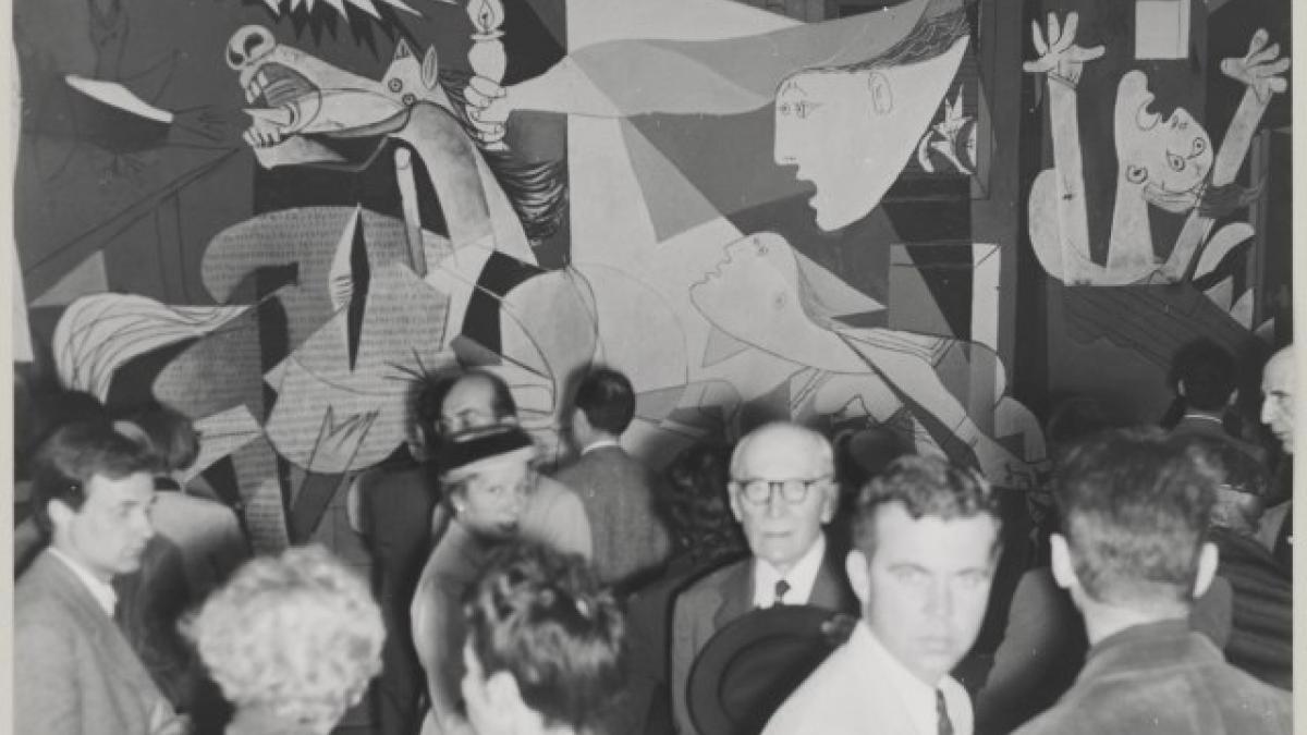 Visitors to the exhibition Picasso at the Musée des Arts Décoratifs