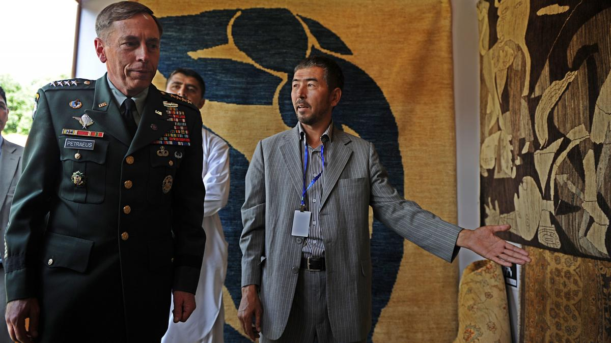 The ISAF commander and the head of Nato in Afghanistan, David H. Petraeus, visits a crafts market