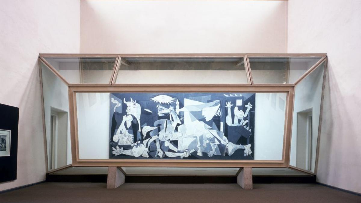 Guernica installed behind its protective glass booth