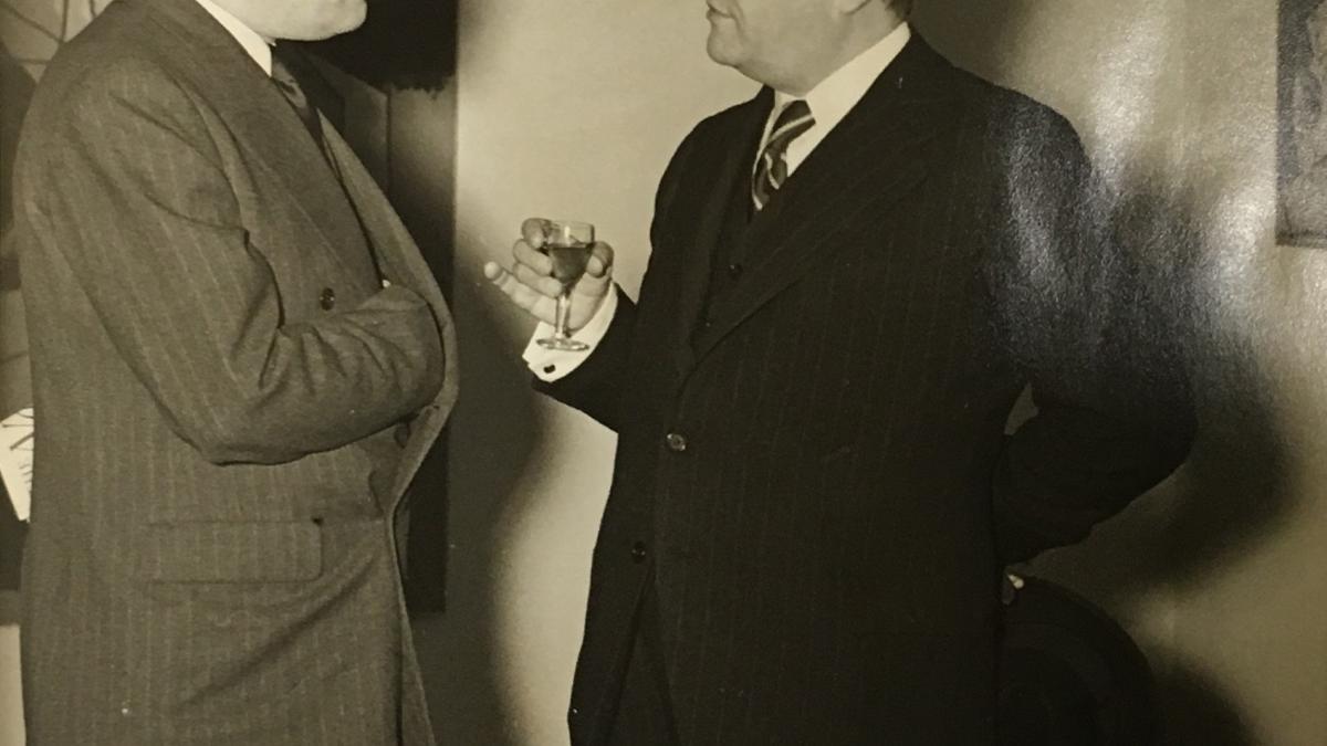 Juan Negrín en la inauguración de la exposición Picasso's Guernica en la Valentine Gallery