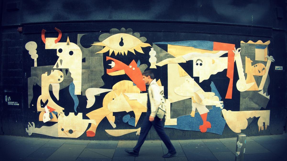 Mural - collage de vinilo en Argyle Street con motivo del Merchant Cirty Festival